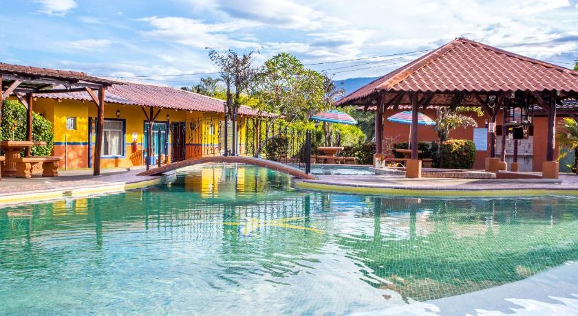 Hotel Rancho León