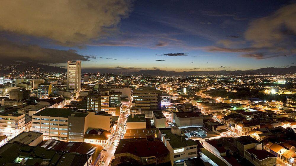 Costa Rica de noche